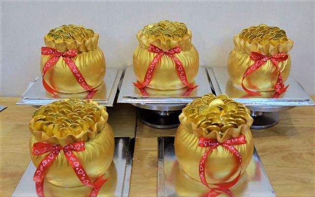 Xếp hàng dài mua vàng, bánh hũ vàng, cá lóc... làm không kịp bán, dân buôn lãi đậm trong ngày vía Thần Tài - Ảnh 3.