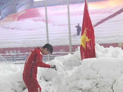 Duy Mạnh cắm cờ trên tuyết được chọn là khoảnh khắc ấn tượng nhất của thể thao Việt Nam năm 2018 - Ảnh 3.