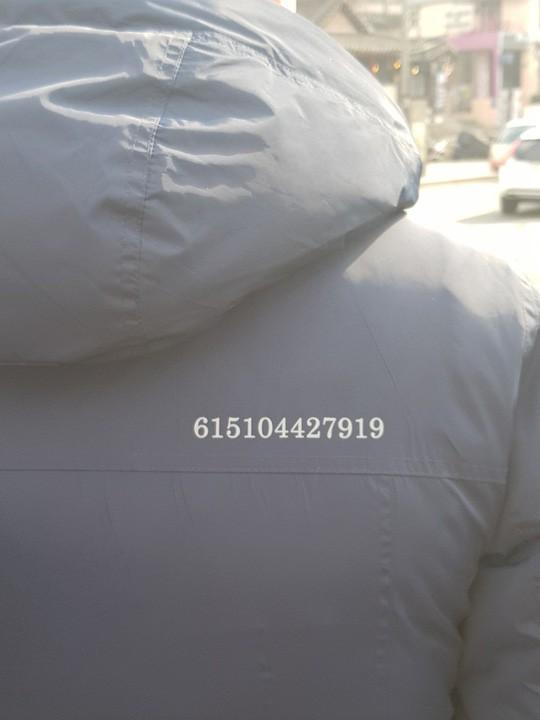 Áo khoác ghi mã số bí mật dành cho ông Kim Jong-un  - Ảnh 1.