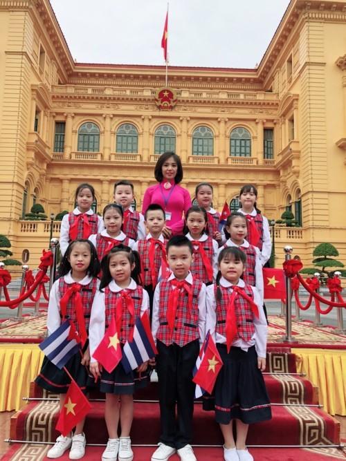 Chỉ trả lời một câu đơn giản thế này với ông Kim Jong Un, bé gái 9 tuổi khiến nhiều người tò mò muốn biết danh tính - Ảnh 4.