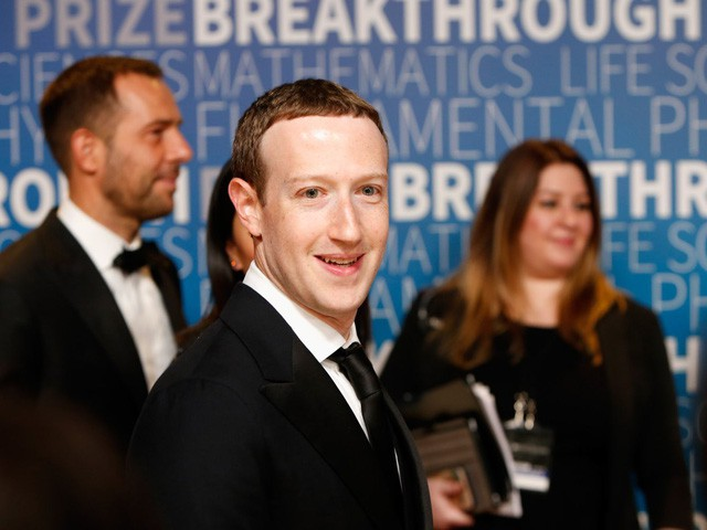 Hôm nay Facebook tròn 15 tuổi, cùng nhìn lại hành trình khó tin của Mark Zuckerberg: Từ cậu sinh viên bỏ học đến tỷ phú sở hữu MXH 'đông dân' nhất hành tinh - Ảnh 8.