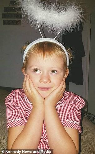 Thêm một đứa trẻ 7 tuổi đập đầu vào tường để tìm đến cái chết vì bị ám ảnh bởi quái vật kinh dị Momo trên Youtube Kids - Ảnh 1.