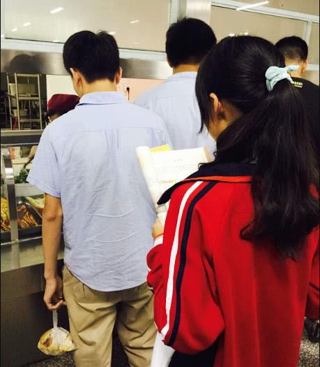 Chùm ảnh lột tả sự khắc nghiệt đến kinh hoàng về cuộc chiến học tập của học sinh các nước Châu Á - Ảnh 10.