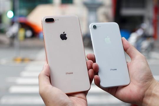 Kém thu hút, iPhone 8 ế ẩm, nhiều siêu thị ngưng kinh doanh - Ảnh 1.