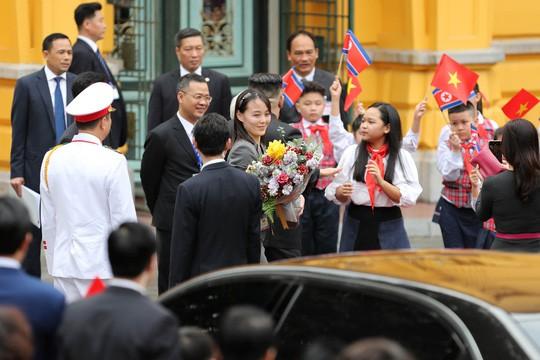 Cận cảnh những bóng hồng quyền lực trong đoàn Chủ tịch Kim Jong-un  - Ảnh 1.