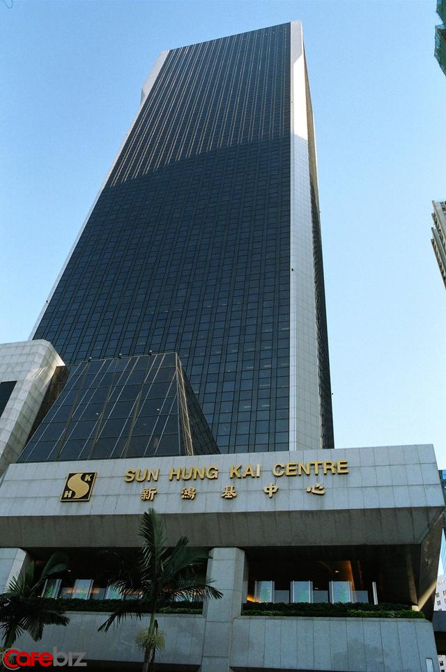 Tỷ phú từng hất cẳng anh ruột khỏi ghế Chủ tịch tập đoàn BĐS hàng đầu Hong Kong: Đảo chính chưa bao lâu thì bị bắt, vừa ra tù đã gọi Dim sum về nhà thưởng thức - Ảnh 1.