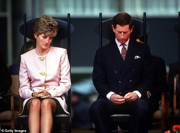 Lần đầu tiên hé lộ việc Công nương Diana và Thái tử Charles đã cùng nhau bật khóc khi ký vào đơn ly hôn vì lý do này - Ảnh 2.