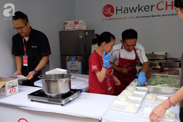 Quán ăn sao Michelin rẻ nhất thế giới đến Hà Nội: Giá chỉ 30 ngàn, khách xếp hàng dài trên phố Lê Thạch đợi mua - Ảnh 1.
