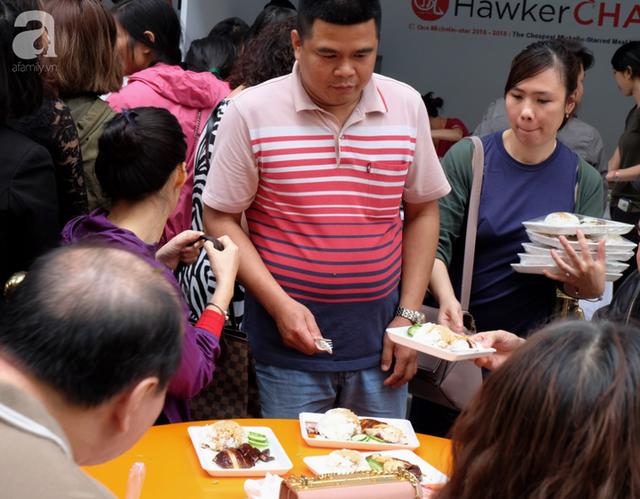 Quán ăn sao Michelin rẻ nhất thế giới đến Hà Nội: Giá chỉ 30 ngàn, khách xếp hàng dài trên phố Lê Thạch đợi mua - Ảnh 16.