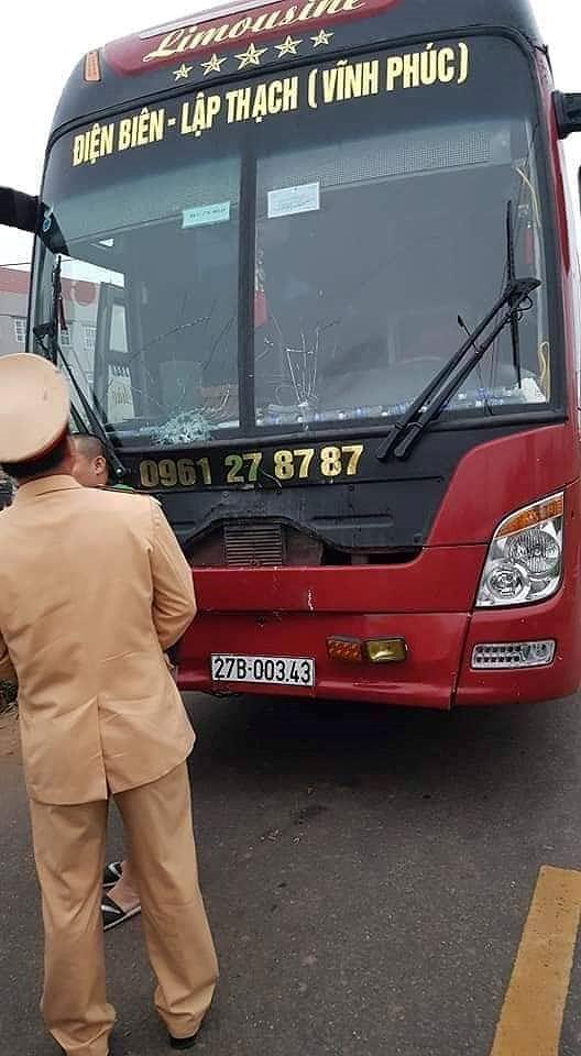 Hãi hùng hiện trường xe khách đâm chết ít nhất 7 người đi đưa tang ở Vĩnh Phúc - Ảnh 4.