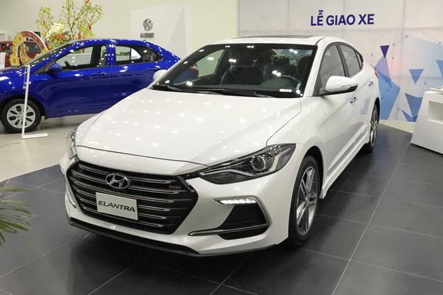Hyundai Elantra tiếp tục giảm giá sâu, để ngỏ khả năng ra mắt sớm phiên bản 2019 cùng Tucson mới - Ảnh 1.