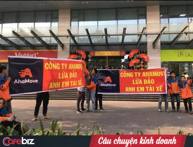 Sau Go-Viet, ứng dụng giao hàng Việt Ahamove cũng thay CEO, phải chăng các startup đã quá mệt trước cơn bão lấy tiền đè người của Grab? - Ảnh 1.