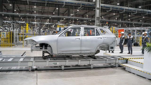 VinFast lại chơi lớn, đem xe tới Geneva Motor Show 2019 khi Lux chỉ còn 2 ngày nữa là hoàn thiện chiếc đầu tiên lắp ở Việt Nam - Ảnh 1.
