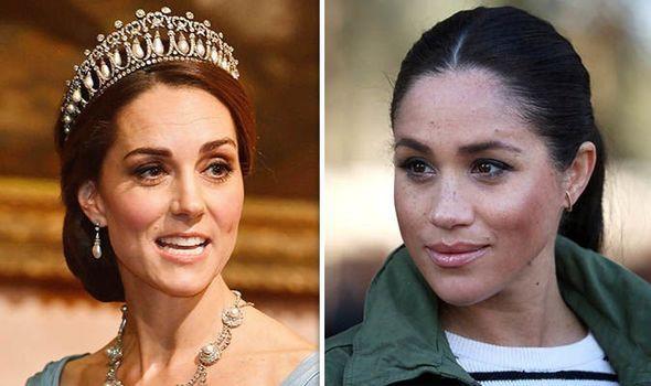 Chuyên gia cảnh báo Meghan cần ở đúng vị trí của mình, Công nương Kate mới là Hoàng hậu trong tương lai - Ảnh 1.
