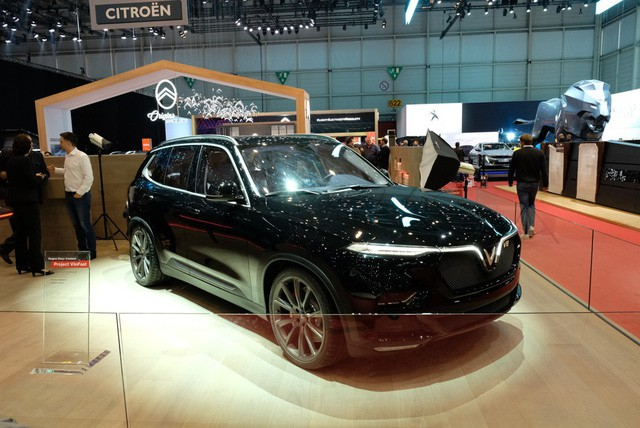 Bóc tách trang bị hàng hiệu trên VinFast Lux V8 vừa ra mắt - Ảnh 1.