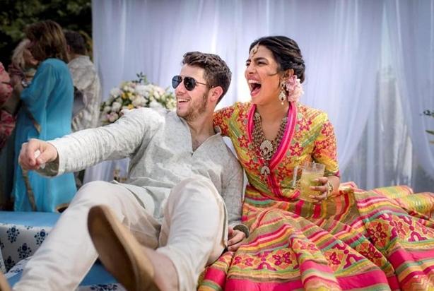 Soi vào những đám cưới dát vàng ở Ấn Độ để thấy sự xa hoa có lí lẽ của nó - Ảnh 2.