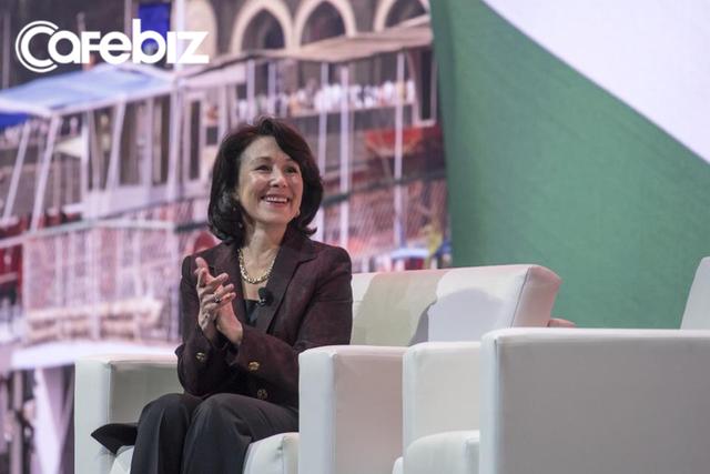 Nữ CEO Oracle vừa lọt top tỷ phú 2019 của Forbes: Gần 40 tuổi mới kết hôn, kiếm 135 triệu USD/năm, để chồng ở nhà trông con nhưng lúc nào cũng ngợi ca chồng hết lời - Ảnh 1.
