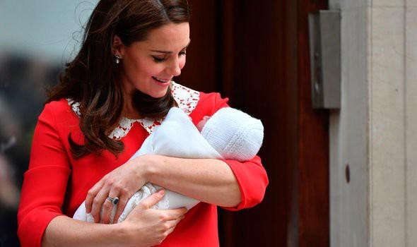 Sự rạn nứt mới giữa hai nàng dâu hoàng gia: Vì Meghan, Công nương Kate một lần nữa phải muối mặt khi bị đào mộ lại quá khứ không mấy tốt đẹp này - Ảnh 1.