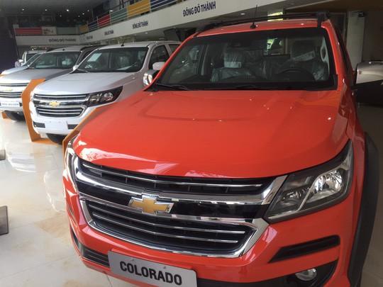 Xe bán tải khan hàng sau khi phí trước bạ tăng gấp 3 lần - Ảnh 1.