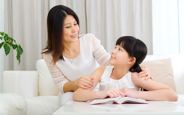 Chỉ nhờ vài câu nói của bố mẹ trước khi đi ngủ, trẻ lớn lên sẽ tràn đầy tự tin, trưởng thành và xuất chúng hơn người - Ảnh 1.