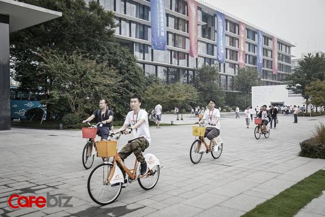Tỷ phú Jack Ma: Làm việc 12h/ngày, 6 ngày/tuần là một đặc ân của Alibaba, tuổi trẻ mà chưa từng như vậy thì chẳng có gì đáng tự hào cả - Ảnh 1.