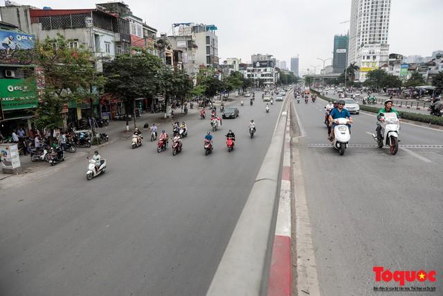 Giao thông Hà Nội giảm nhiệt ngày đầu tiên của kỳ nghỉ lễ Giỗ tổ Hùng Vương - Ảnh 8.