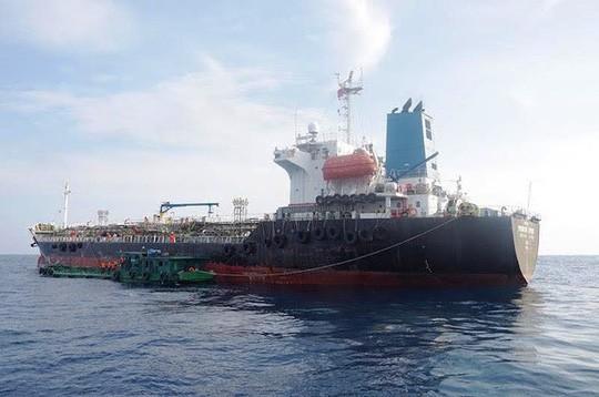 Thuyền trưởng thừa nhận hành vi buôn lậu hơn 8.000m3 xăng trên biển  - Ảnh 2.
