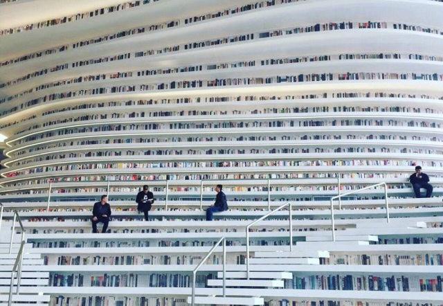 Choáng ngợp với vẻ đẹp của thư viện quốc dân lớn nhất Trung Quốc: Hoành tráng đến mức nhìn không thua gì phim trường! - Ảnh 2.