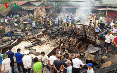 Hỏa hoạn thiêu rụi 6 cửa hàng, kho hàng tại chợ Nậm Cuổi (Lai Châu) - Ảnh 1.