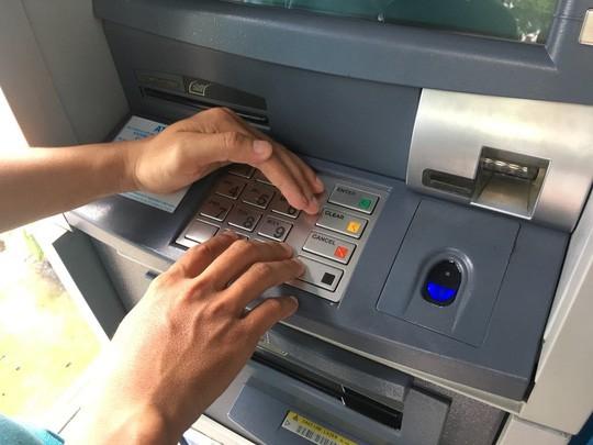 Nhiều chủ thẻ ngân hàng bị siết giao dịch trong dịp lễ để tránh bị đánh cắp - Ảnh 1.