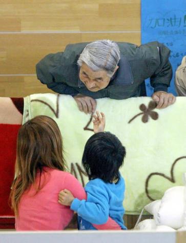 Những khoảnh khắc đáng nhớ của Nhật hoàng Akihito và hoàng hậu Michiko trước thời điểm chuyển giao lịch sử - Ảnh 12.
