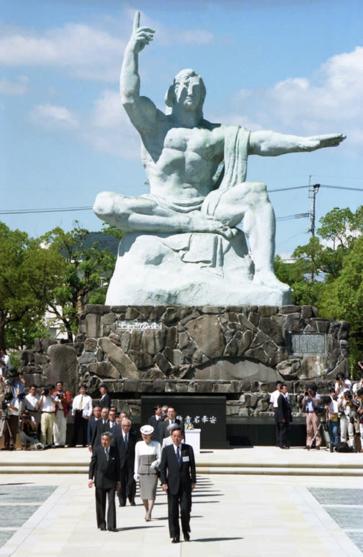 Những khoảnh khắc đáng nhớ của Nhật hoàng Akihito và hoàng hậu Michiko trước thời điểm chuyển giao lịch sử - Ảnh 4.