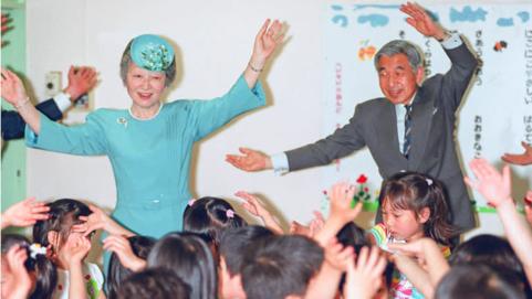 Những khoảnh khắc đáng nhớ của Nhật hoàng Akihito và hoàng hậu Michiko trước thời điểm chuyển giao lịch sử - Ảnh 5.
