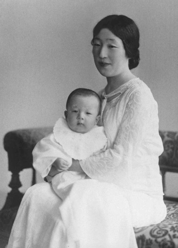Hành trình 85 năm đi cùng nước Nhật của Nhật hoàng Akihito - Ảnh 2.