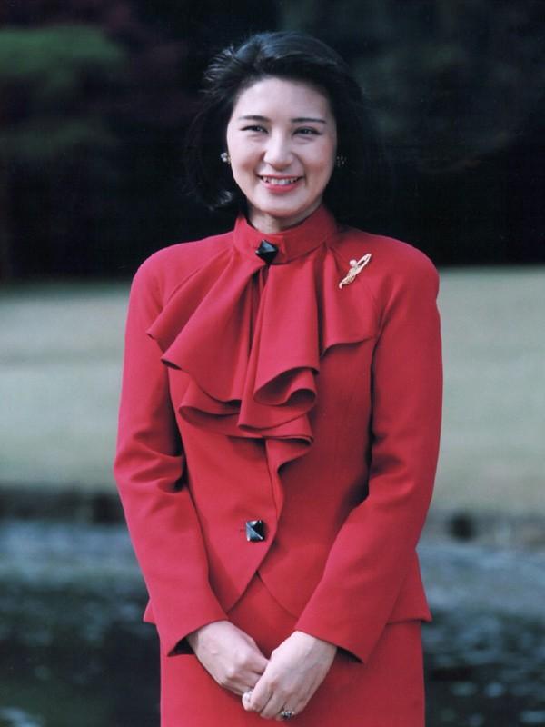 """Con đường trở thành """"mẫu nghi thiên hạ"""" của Hoàng hậu Nhật Bản Michiko và con dâu Masako: Chứa đầy máu và nước mắt cùng góc khuất đáng sợ ít ai biết - Ảnh 3."""