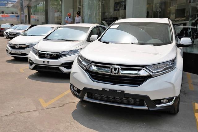 Giờ là thời điểm vàng mua ô tô của người Việt: Giá xe chạm đáy, khuyến mãi liên tiếp, tặng cả lạc - Ảnh 2.