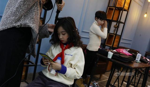 Khổ như làm con của bố mẹ Trung Quốc: Người lớn bỏ việc ở quê đổ xô đến 'lò' đào tạo mẫu nhí, bắt con học 10h/ngày để mong ngày nổi tiếng sẽ có 'lương nghìn đô' - Ảnh 2.