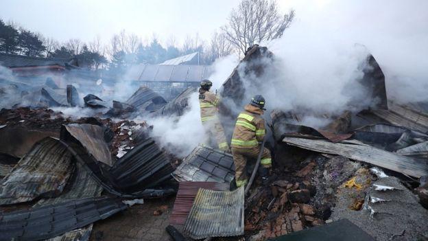 Cháy rừng dữ dội ở Hàn Quốc, gần 5.000 người phải sơ tán - Ảnh 2.