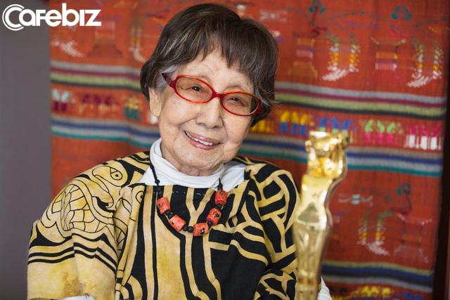 Cuộc đời rộn rã của phóng viên Tsuneko Sasamoto: 71 tuổi vẫn chăm chỉ làm việc, 86 tuổi miệt mài yêu đương, 102 tuổi gặt hái vinh quang vô tiền khoáng hậu - Ảnh 5.