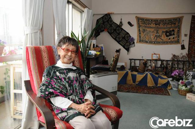 Cuộc đời rộn rã của phóng viên Tsuneko Sasamoto: 71 tuổi vẫn chăm chỉ làm việc, 86 tuổi miệt mài yêu đương, 102 tuổi gặt hái vinh quang vô tiền khoáng hậu - Ảnh 7.