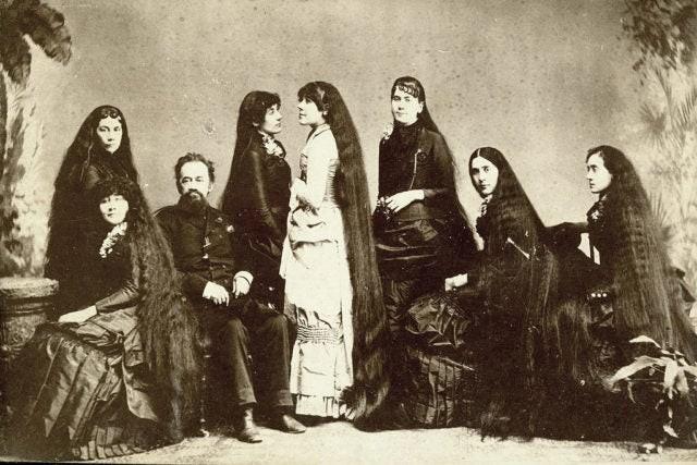 7 chị em công chúa tóc mây thời Victoria: Giàu sang nhờ vẻ ngoài kỳ ảo nhưng tan rã vì những mối tình sai lầm, cuối đời đầy bi kịch - Ảnh 2.
