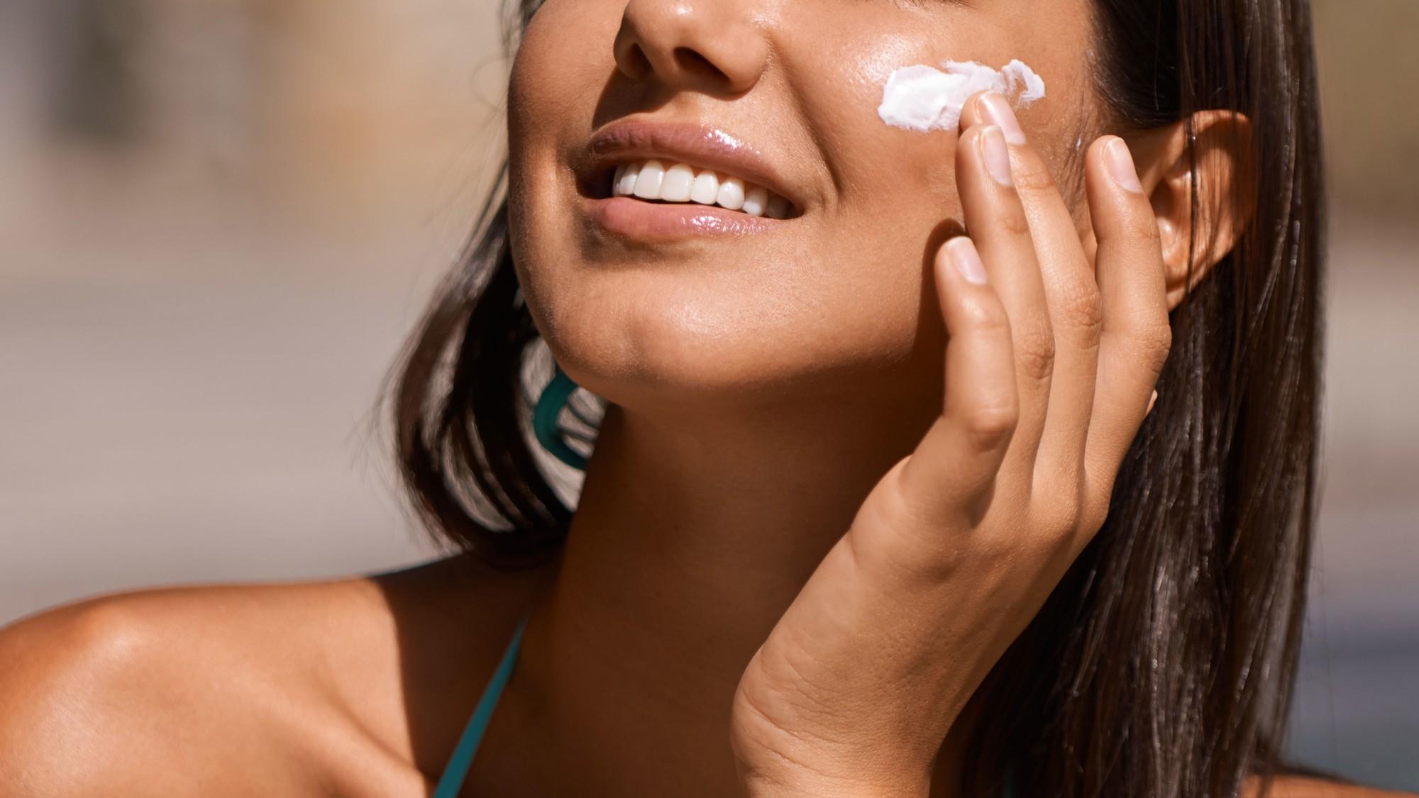 Chuyên gia cảnh báo hóa chất trong kem chống nắng có thể hấp thụ vào máu