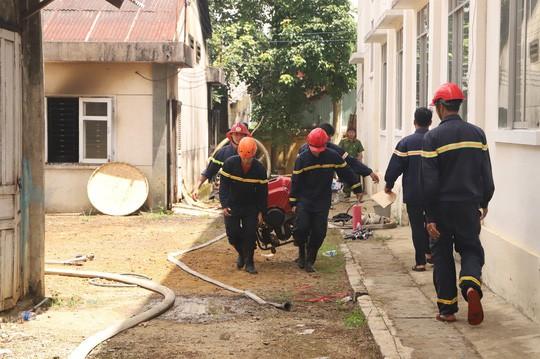 Hỏa hoạn thiêu rụi 7 gian nhà kho dâu tằm Lâm Đồng  - Ảnh 2.
