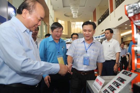 Thủ tướng gặp gỡ công nhân lao động kỹ thuật cao: 43 kiến nghị rất nặng ký! - Ảnh 1.