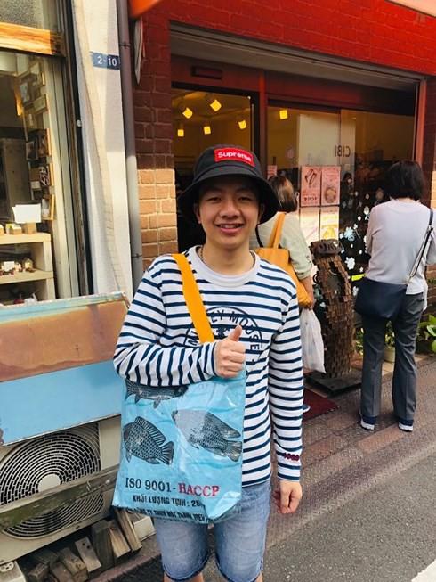 Túi xách từ vỏ bao cám heo, vịt của Việt Nam được yêu thích ở Nhật - Ảnh 3.