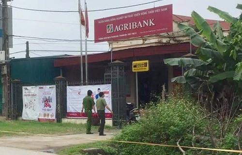 Phòng giao dịch Agribank bị cướp có dao, súng ở Phú Thọ hiện ra sao? - Ảnh 1.