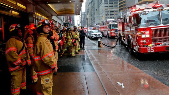 Mỹ: Trực thăng lao xuống trung tâm New York gây náo loạn - Ảnh 6.