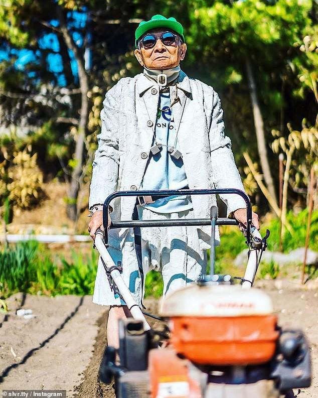 Được cháu trai hậu thuẫn, ông giáo 84 tuổi trở thành ngôi sao thời trang với biệt danh cụ ông sành điệu nhất Nhật Bản, đốn tim hàng trăm ngàn người - Ảnh 1.