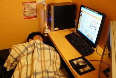 Một Nhật Bản rất khác: Nghèo đói, lạnh lùng và cô đơn - Ảnh 1.