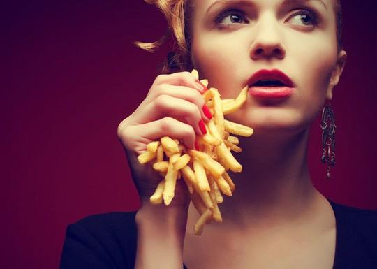 Đáng sợ kiểu ăn khiến não bị co lại mà nhiều người mắc phải  - Ảnh 1.